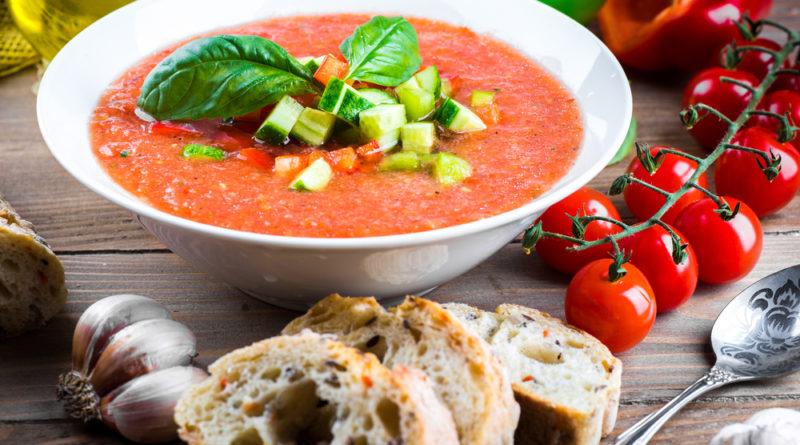 Холодный томатный суп с обжаренными баклажанами