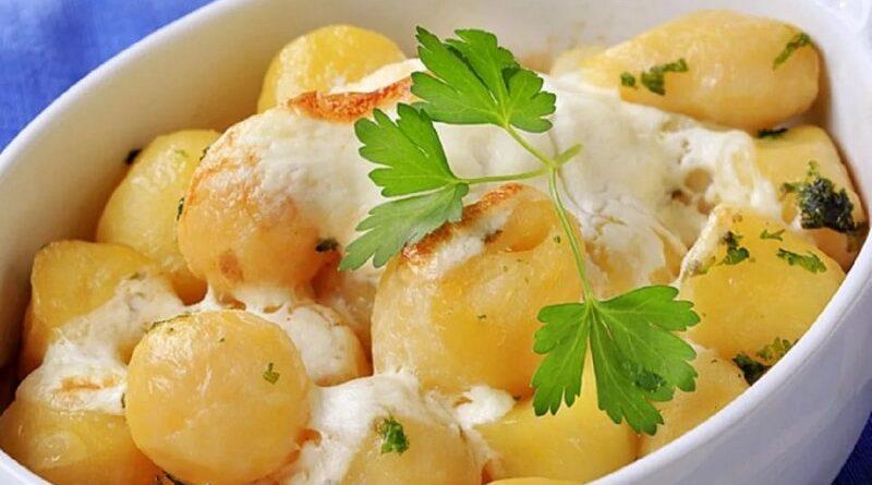 Молодой картофель под сливочным соусом