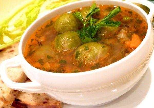 Суп с огурцами и брюссельской капустой