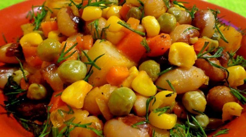 Гарнир из консервированной фасоли, кукурузы и зелёного горошка