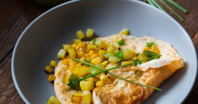 Омлет с кукурузой и зелёным луком