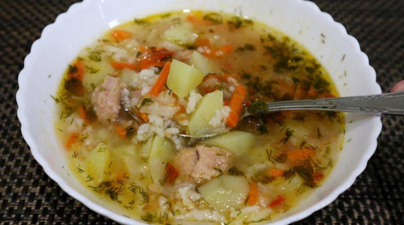 Рисовый суп с консервированным тунцом
