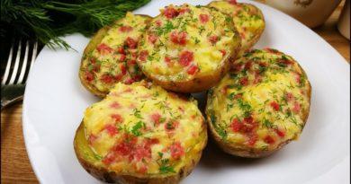 Картофель, фаршированный сыром и колбасой