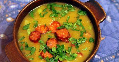 Суп с охотничьими сосисками и овощами