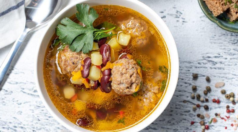 Суп из бобов с фрикадельками