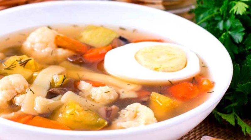 Суп с куриным филе, шампиньонами и цветной капустой