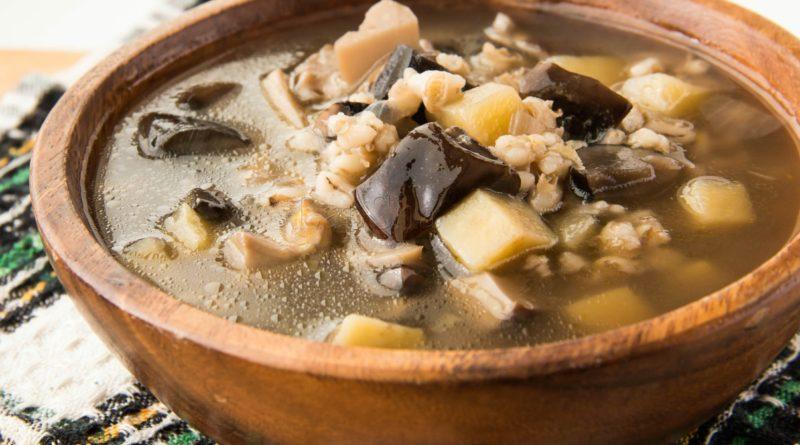 Суп с сушеными грибами и перловкой