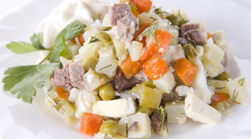 Салат из картофеля с солёными огурцами и морковью