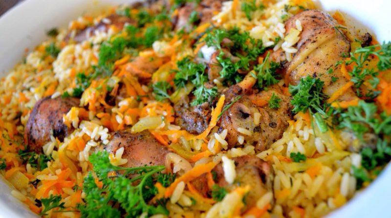 Рис с курицей, морковью и луком (на сковороде)