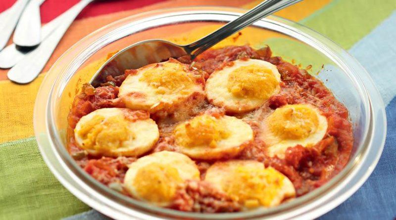 Яйца под томатным соусом, по-кубински
