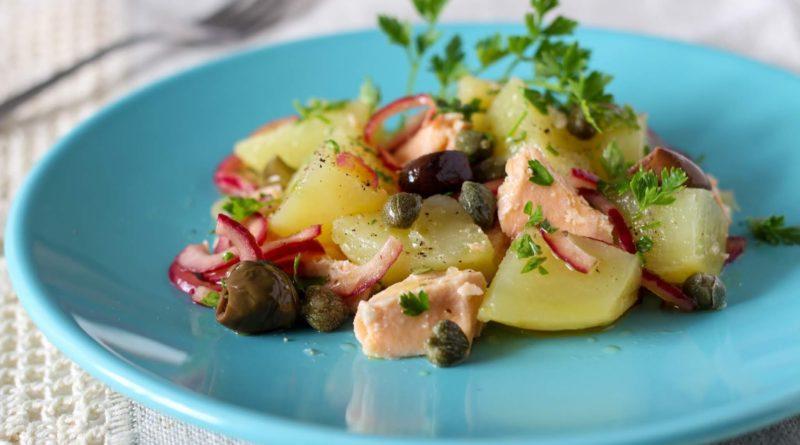 Картофельный салат с копчёностями и оливками