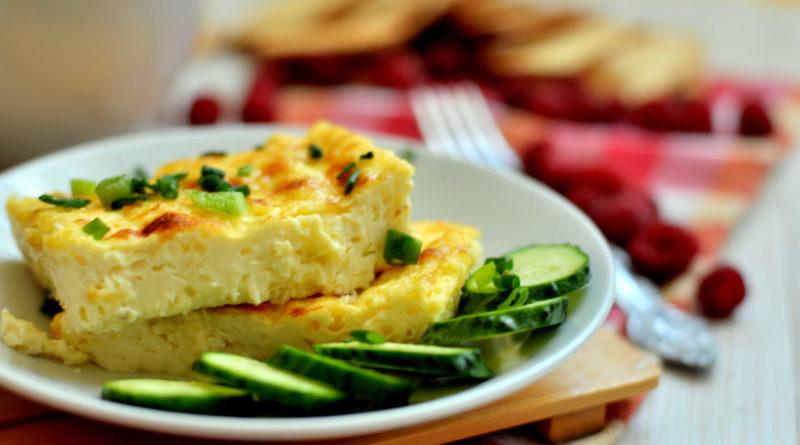 Омлет на майонезе, с плавленым сыром и зеленью