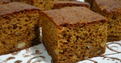 Медовый пирог с орехами, на кефире