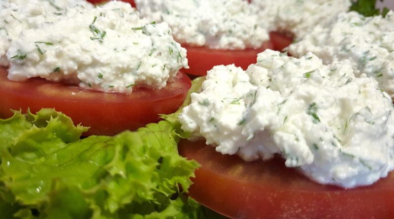 Быстрая закуска из помидоров с творогом
