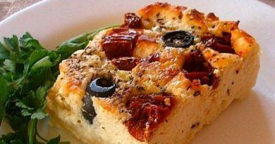 Несладкая творожная запеканка без муки, с маслинами и сыром
