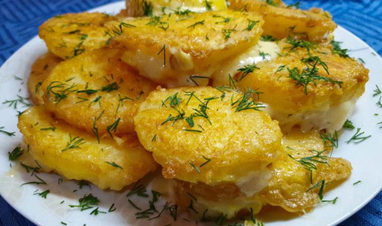 Жареный сыр в яйце