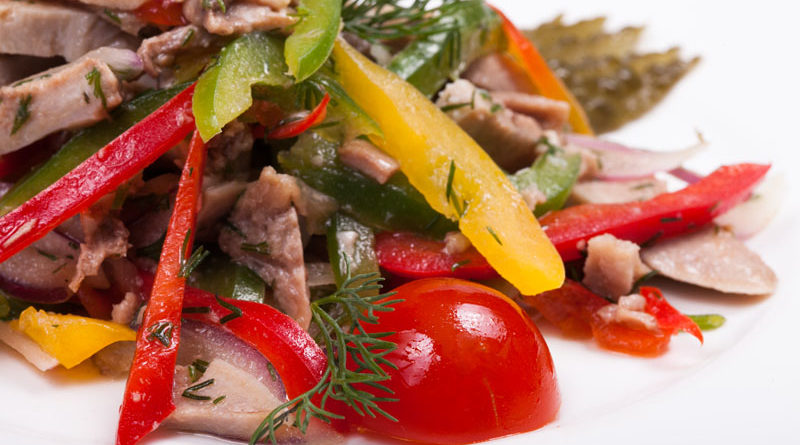 Овощной салат с языком