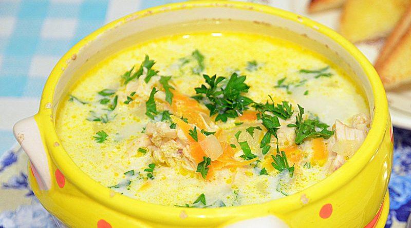 Суп с копчёной курицей и плавленым сыром