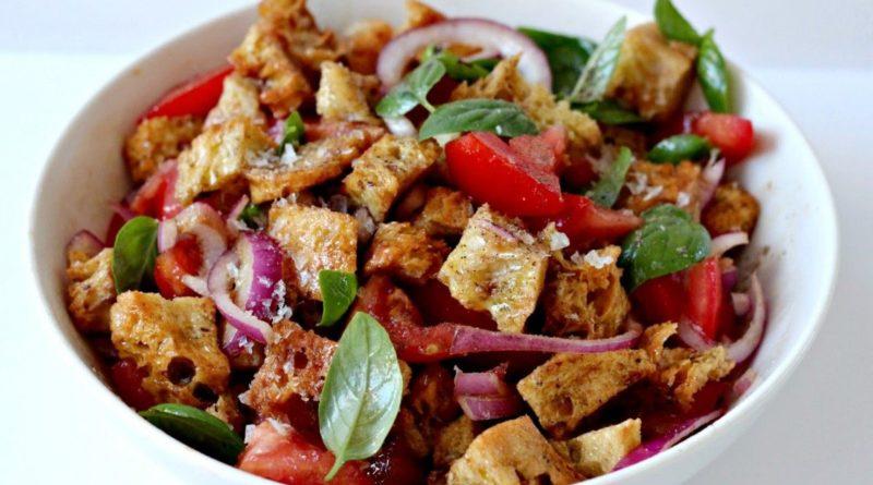 Панцанелла (салат из овощей и хлеба)