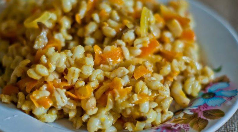 Перловая каша с морковью и луком