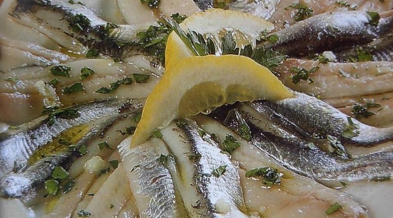 Солёные анчоусы в масле