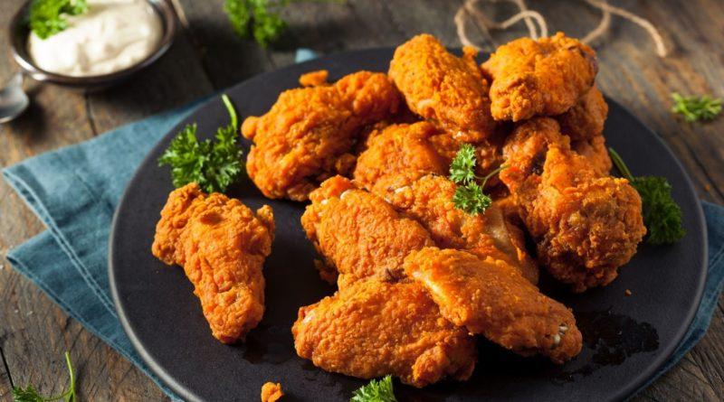 Куриные крылышки, жаренные в панировке
