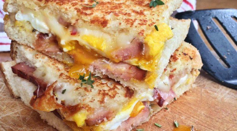 Бутерброды с ветчиной и яичницей