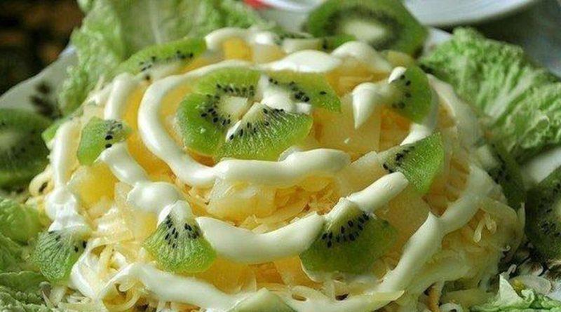 Салат из ананаса и киви