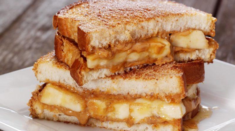 Тосты с сырно-банановой начинкой