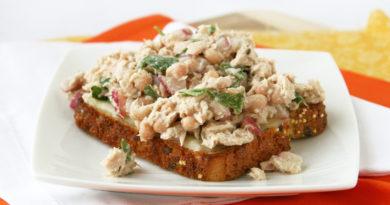 Тосты с салатом из тунца