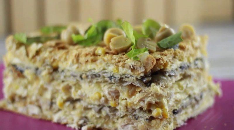 Закусочный торт «Наполеон» с курицей и грибами