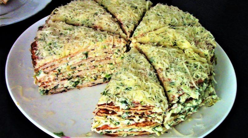 Закусочный куриный торт с сыром, маринованными огурцами и оливками